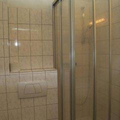 Отель Berg Германия, Кёльн - 12 отзывов об отеле, цены и фото номеров - забронировать отель Berg онлайн ванная фото 2