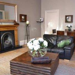 Апартаменты Greyfriars Apartments - Parliament Square Эдинбург комната для гостей фото 4