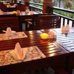 Отель Airport Resort & Spa бассейн