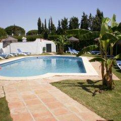 Отель Hostal Cabo Roche Испания, Кониль-де-ла-Фронтера - отзывы, цены и фото номеров - забронировать отель Hostal Cabo Roche онлайн бассейн