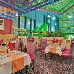 Отель Holiday Inn Toronto - Yorkdale Канада, Торонто - отзывы, цены и фото номеров - забронировать отель Holiday Inn Toronto - Yorkdale онлайн питание фото 2