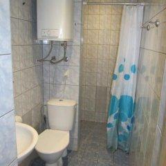 Отель Kaupmehe Guest House Эстония, Таллин - 6 отзывов об отеле, цены и фото номеров - забронировать отель Kaupmehe Guest House онлайн ванная фото 2
