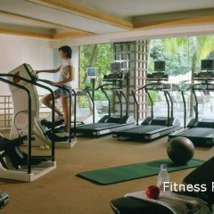 Отель The Ritz-Carlton, Millenia Singapore фитнесс-зал фото 4