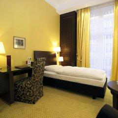 Kastens Hotel Luisenhof сейф в номере