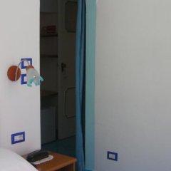 Отель Albergo S. Andrea сейф в номере