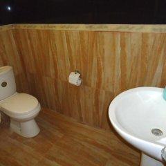 The Rock Hotel ванная
