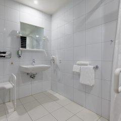 Отель Holiday Inn Express Dresden City Centre Германия, Дрезден - 14 отзывов об отеле, цены и фото номеров - забронировать отель Holiday Inn Express Dresden City Centre онлайн ванная фото 2