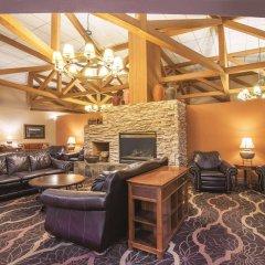 Отель Quality Inn and Suites Summit County интерьер отеля