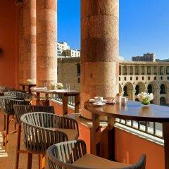 Отель Marriott Armenia Hotel Yerevan Армения, Ереван - 12 отзывов об отеле, цены и фото номеров - забронировать отель Marriott Armenia Hotel Yerevan онлайн балкон