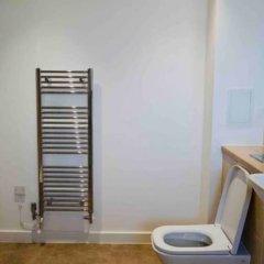 Отель Modern 1 Bedroom Apartment in Central Location Великобритания, Лондон - отзывы, цены и фото номеров - забронировать отель Modern 1 Bedroom Apartment in Central Location онлайн ванная фото 2