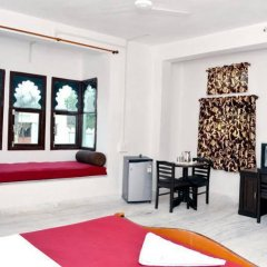 Отель Palace Anjali -The Ranch at Charbhuja комната для гостей