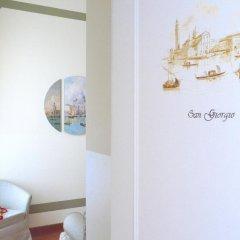 Отель Le Isole Венеция сейф в номере