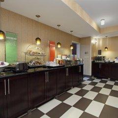 Отель Hampton Inn Columbus-International Airport США, Колумбус - отзывы, цены и фото номеров - забронировать отель Hampton Inn Columbus-International Airport онлайн питание