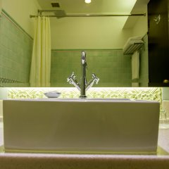 Albert Court Village Hotel by Far East Hospitality ванная