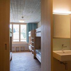 Отель Youth Hostel Gstaad Saanenland Швейцария, Гштад - отзывы, цены и фото номеров - забронировать отель Youth Hostel Gstaad Saanenland онлайн ванная