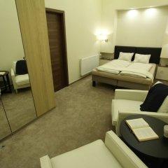 Апартаменты Dfive Apartments - Little Boss сейф в номере