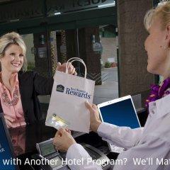 Отель Best Western Plus Dragon Gate Inn США, Лос-Анджелес - отзывы, цены и фото номеров - забронировать отель Best Western Plus Dragon Gate Inn онлайн спортивное сооружение