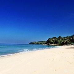 Отель Surintra Boutique Resort пляж фото 2