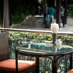 Отель Legacy Suites Sukhumvit by Compass Hospitality Таиланд, Бангкок - 2 отзыва об отеле, цены и фото номеров - забронировать отель Legacy Suites Sukhumvit by Compass Hospitality онлайн бассейн фото 3