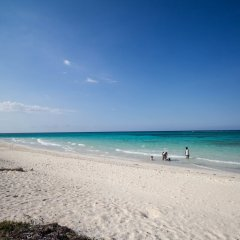 Отель Yellow Canary Beach Villa пляж