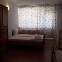 Отель Zlatna Kotva Guest House Аврен сейф в номере