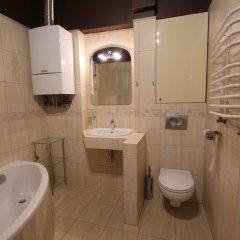 Отель Hostel Chmielna 5 Rooms & Apartments Польша, Варшава - отзывы, цены и фото номеров - забронировать отель Hostel Chmielna 5 Rooms & Apartments онлайн ванная