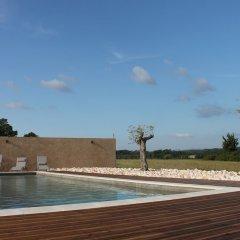 Отель Château de Bessas Gîtes бассейн фото 3