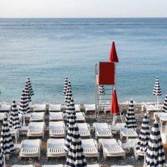 Отель Hôtel Le Grimaldi by Happyculture Франция, Ницца - 6 отзывов об отеле, цены и фото номеров - забронировать отель Hôtel Le Grimaldi by Happyculture онлайн пляж фото 2