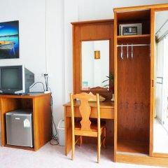 Отель Pensiri House сейф в номере
