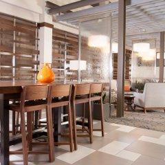 Отель Embassy Suites Bloomington Блумингтон гостиничный бар