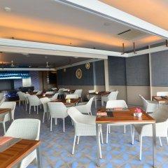 Отель Yama Phuket гостиничный бар