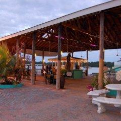 Glistening Waters Hotel гостиничный бар