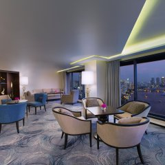 Royal Orchid Sheraton Hotel & Towers гостиничный бар