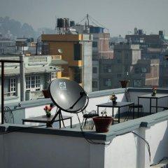 Отель Patan Hidden House Непал, Лалитпур - отзывы, цены и фото номеров - забронировать отель Patan Hidden House онлайн балкон