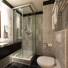 Отель Holiday Inn Brussels Schuman ванная фото 2