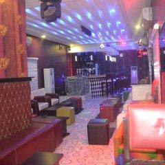 Отель Mac Dove Lounge & Suites ltd гостиничный бар