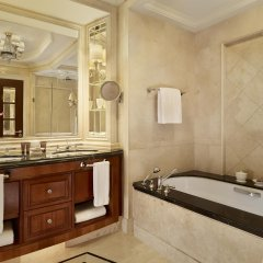 Отель The Ritz Carlton Guangzhou Гуанчжоу ванная