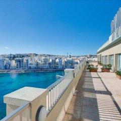 Отель Cavalieri Art Hotel Мальта, Сан Джулианс - 11 отзывов об отеле, цены и фото номеров - забронировать отель Cavalieri Art Hotel онлайн приотельная территория фото 2