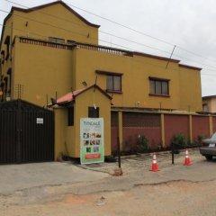 Отель Tyndale Residence Ltd парковка