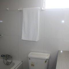 Отель Adwoa Wangara ванная фото 2