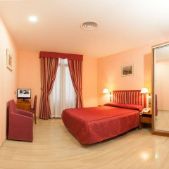 Alba Hotel Барселона сейф в номере