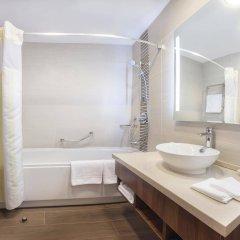 Гостиница Hilton Garden Inn Astana Казахстан, Нур-Султан - 1 отзыв об отеле, цены и фото номеров - забронировать гостиницу Hilton Garden Inn Astana онлайн ванная фото 2