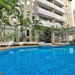 Отель Twin Peaks Sukhumvit Suites Бангкок бассейн