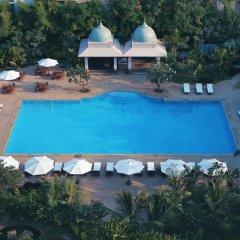 Отель The Leela Palace Bangalore бассейн фото 2