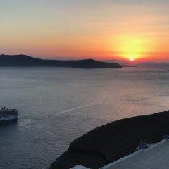 Отель Adamis Majesty Suites Греция, Остров Санторини - отзывы, цены и фото номеров - забронировать отель Adamis Majesty Suites онлайн пляж фото 2