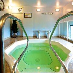 Отель GEC Granville Suites Downtown Канада, Ванкувер - отзывы, цены и фото номеров - забронировать отель GEC Granville Suites Downtown онлайн бассейн