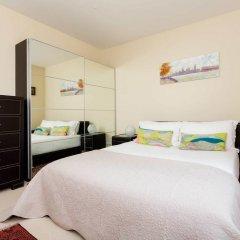 Отель Highgate Garden House сейф в номере