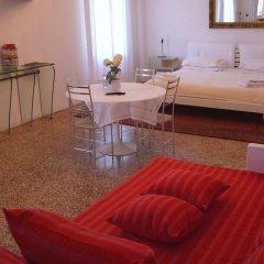 Отель B&B Giardino Jappelli (Villa Ca' Minotto) Италия, Роза - отзывы, цены и фото номеров - забронировать отель B&B Giardino Jappelli (Villa Ca' Minotto) онлайн комната для гостей фото 3