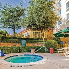 Отель La Quinta Inn & Suites Dallas North Central детские мероприятия