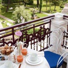 Отель Grand Hotel Rimini Италия, Римини - 4 отзыва об отеле, цены и фото номеров - забронировать отель Grand Hotel Rimini онлайн балкон